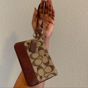 SALE⭐️ Authentic Vintage Coach Brown Wristlet